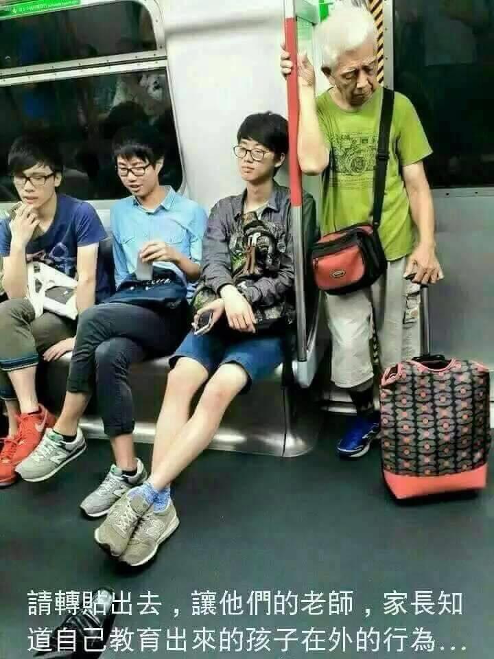 這是香港地鐵的照片,卻被台灣網友當作台灣的捷運照片用來痛斥年輕人不讓座。