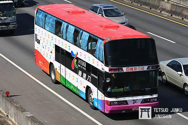 過去在台灣相當普遍的雙層巴士,由於台灣法規的關係,目前已幾乎消失,然而台灣交通主管機關,應該要制定一套更完整的安全法規,以及執法法律,維護國人的公路運輸安全(圖片來源:作者提供)