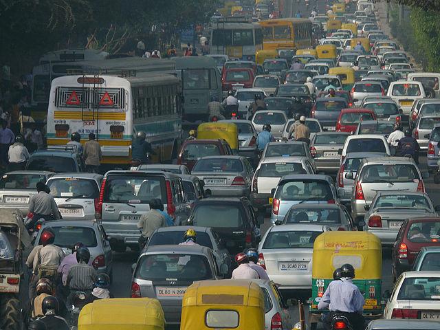 德里的塞車(圖片來源:NOMAD, CC BY 2.0)
