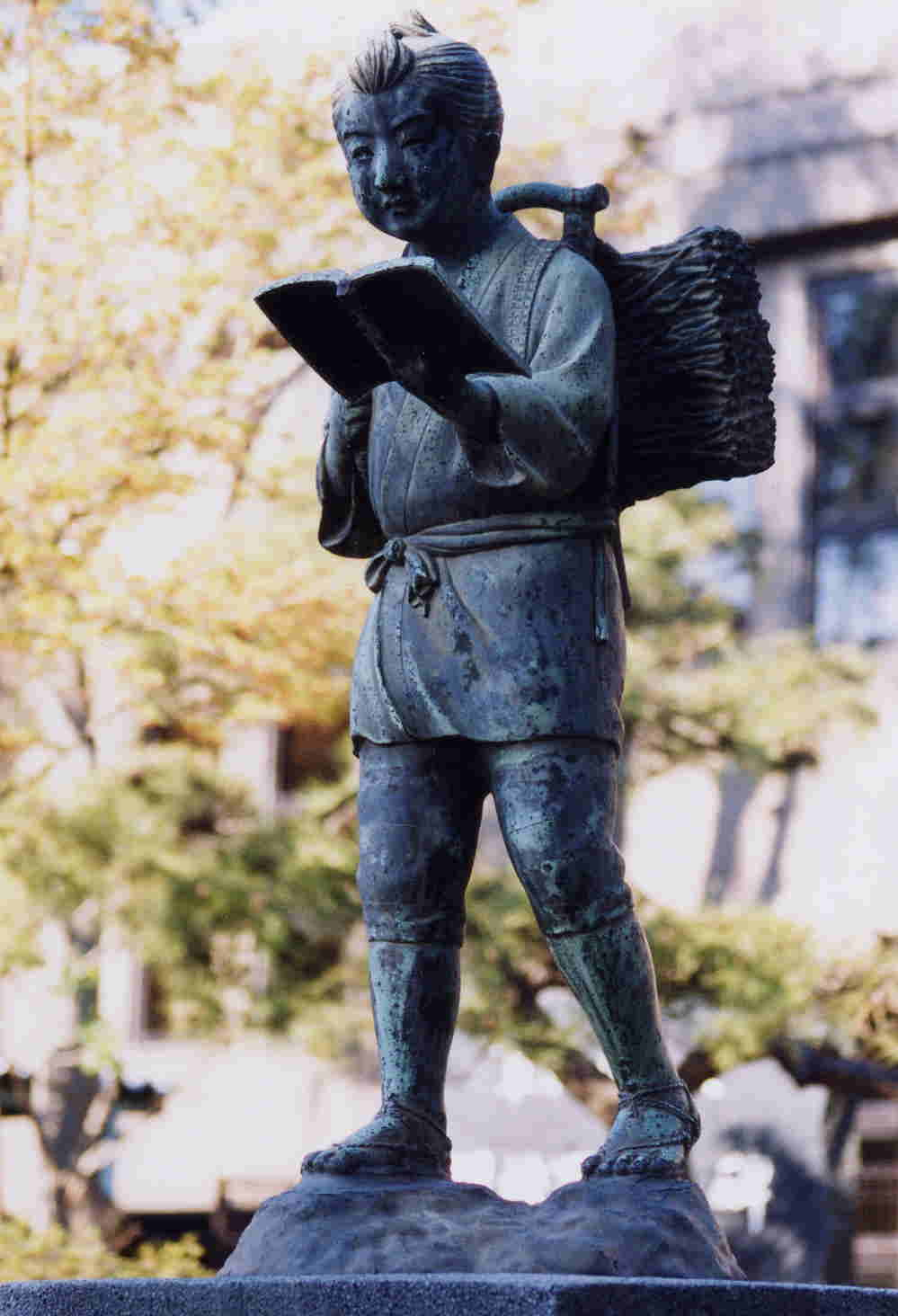 自己的銅像自己救:從二宮金次郎、八田與一到蔣介石